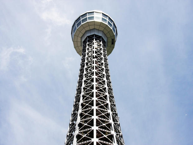 Yokohama_Marine_Tower_Wikimedia_user_Toshihiro_Oimatsu.jpg