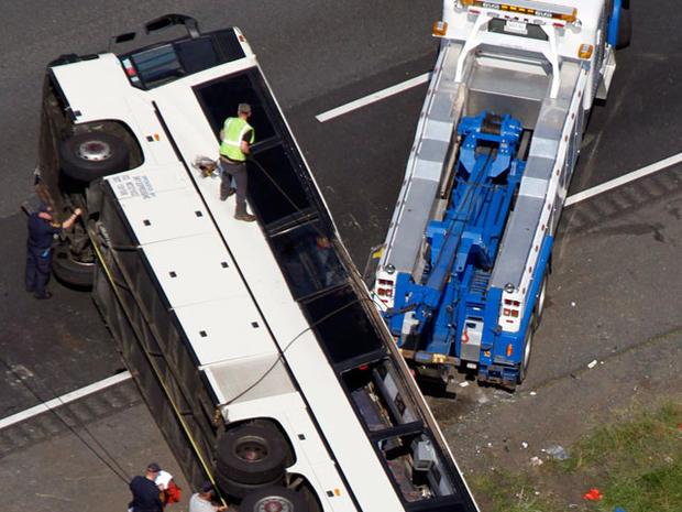 bus_crash_highway_009.jpg