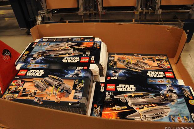 24-Pa-Flat_Star_Wars_boxes.jpg