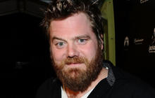 """Jackass"" star Ryan Dunn dies in car crash"