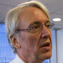 Les Hinton, chief executive officer of Dow Jones & Co., is seen at the Dow Jones New York offices Dec. 3, 2008. Dow Jones confirmed July 15, 2011, that Hinton would resign his position effective immediately. Photo credit: AP Photo