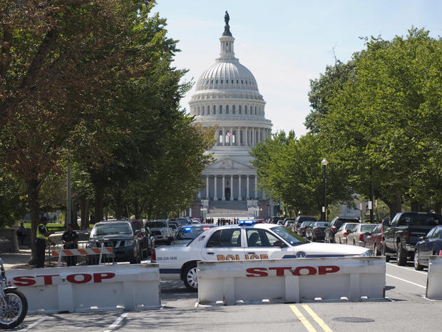 U.S. Capitol Police officers secure the streets outside the U.S. Capitol in Washington, D.C. Aug. 23, 2011, following a 5.9 earthquake centered in Mineral, Va.