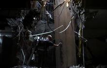 9/11 rescue crews look for survivors
