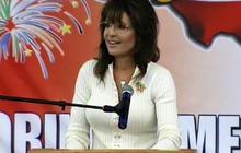 Palin jabs Obama in Iowa
