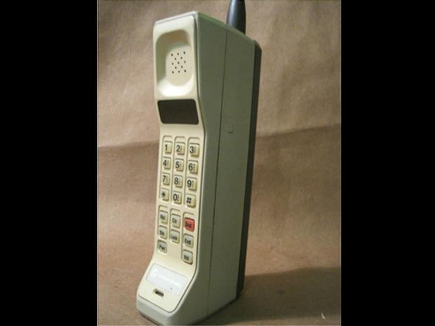 1983-Motorola_DynaTAC_8000X.jpg