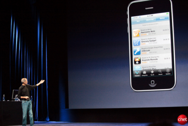 Jobs talking iOS 3.1 features at a music event in 2009.