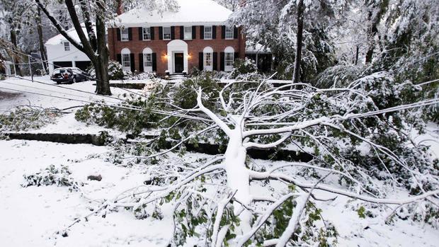Rare Oct. snowstorm hits Northeast