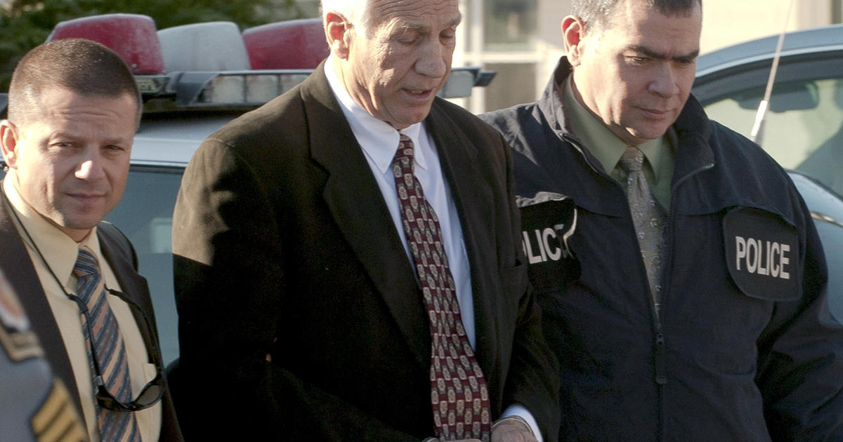 Cops: Sandusky admitted to '98 shower with boy