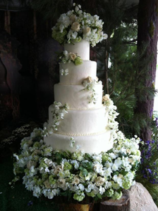 Breaking Dawn See Edward And Bellas Wedding Cake Photo