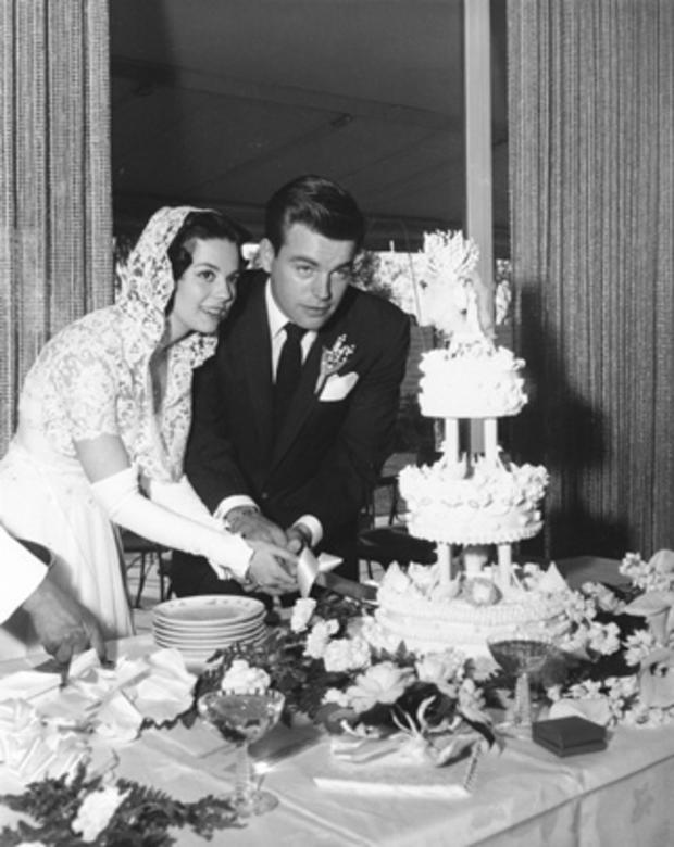 Natalie Wood and Robert Wagner cut the cake at their 1957 wedding