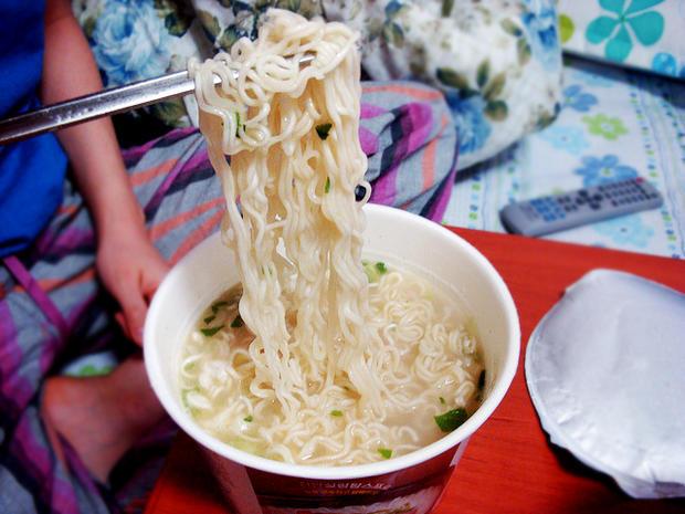 instant noodles, cup of noodles