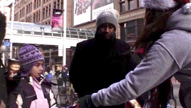 Improv Toronto Provides Holiday Gifts To Strangers Cbs News