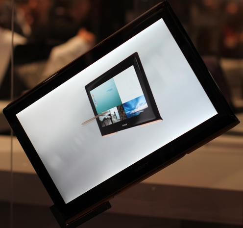 CES tease: Sony's concept tablets draws crowds