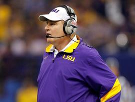 NEW ORLEANS, LA - JANUARY 09: Head coach Les Miles of the Louisiana State University Tigers looks on from the sidelines against the Alabama Crimson Tide during the 2012 Allstate BCS National Championship Game at Mercedes-Benz Superdome on January 9, 2012 in New Orleans, Louisiana. (Photo by Chris Graythen/Getty Images)