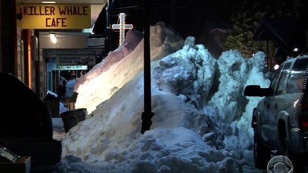 120111-snowed_in_Alaskan_town1.jpg
