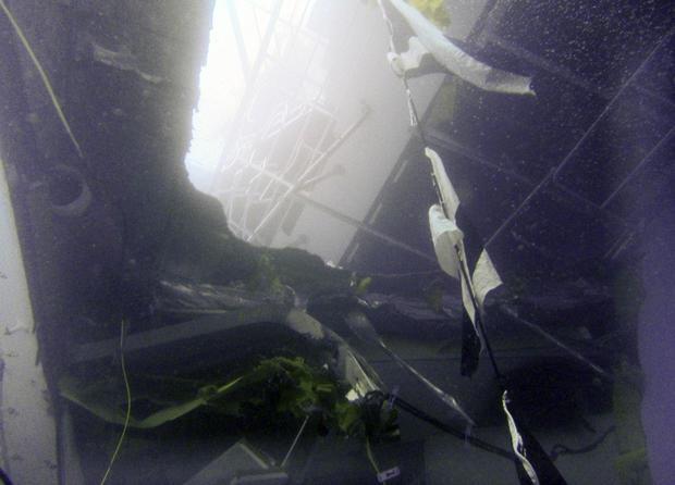 wreck_AP12011619710.jpg