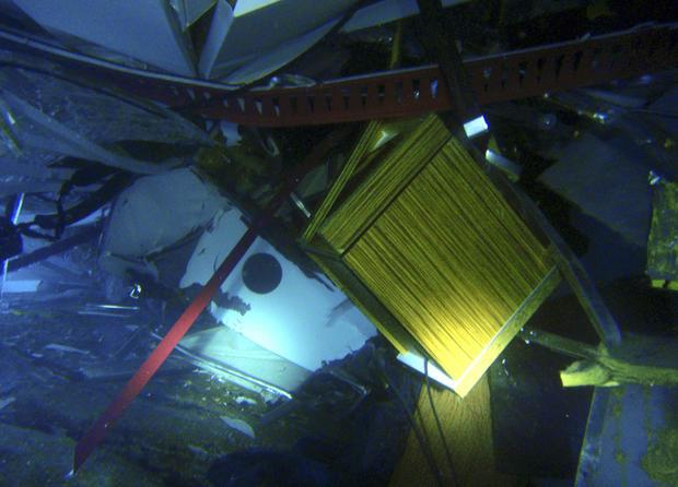 wreck_AP120116033842.jpg
