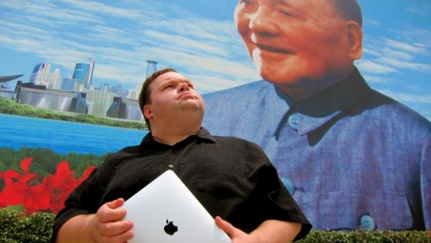 Mike Daisey traveled to Shenzhen, China in 2010 to view the working conditions at Foxconn.