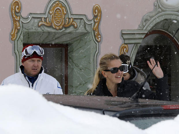 Royals visit Prince Johan Friso after avalanche