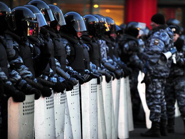 russia_riot_gear_police_140710582_fullwidth.jpg