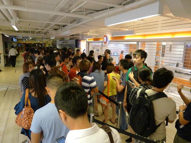 Singaporecrowd.JPG