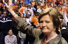 Pat Summitt steps down as Tennessee coach