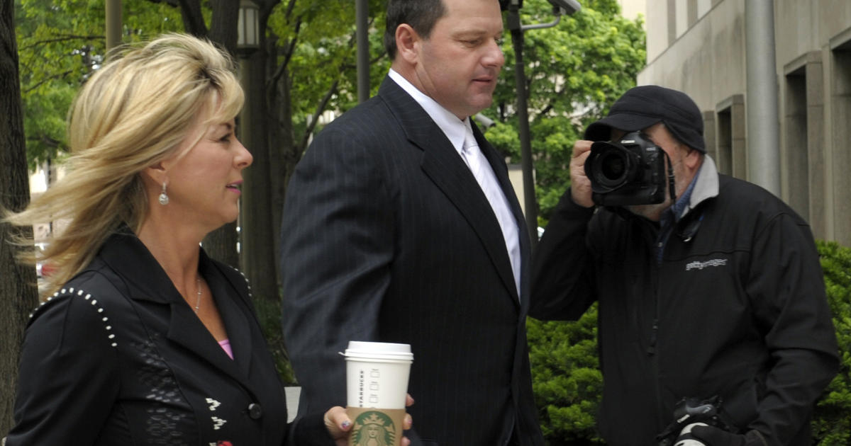 Roger Clemens' wife takes stand at perjury trial - CBS News