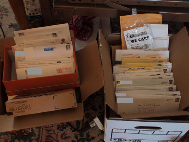 Reddit users send terminally ill man thousands of letters