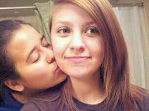 Same-Sex Teen Couple Shot In South Texas Park - Photo 1 -1147