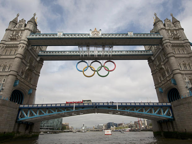 Olympic rings unveiled on Tower Bridge