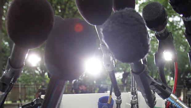 microphones_52952337.jpg