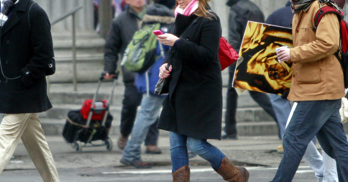 1 In 3 Use Phones Text While Crossing The Road Cbs News