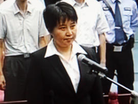 Gu Kailai stands in the Hefei City Intermediate Peoples Court