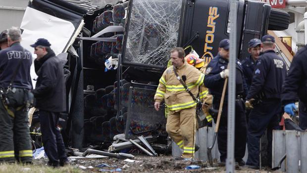 Bus_crashAP110312179283.jpg