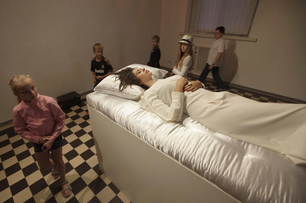 "Real-life ""Sleeping Beauty"" recreated in museum"