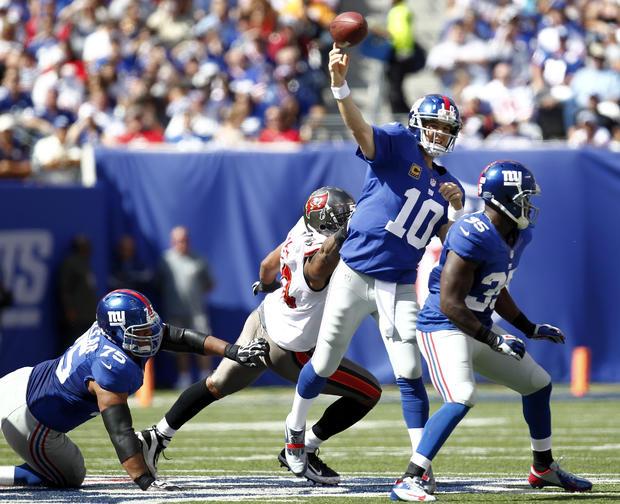 Eli Manning passes under pressure