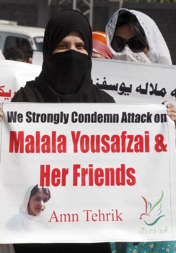 Pakistani protesters in Peshawar condemn the Taliban attack on schoolgirl Malala Yousufzai