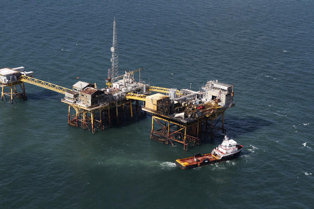 Oil platform explosion in the Gulf of Mexico - Photo 1 - Pictures