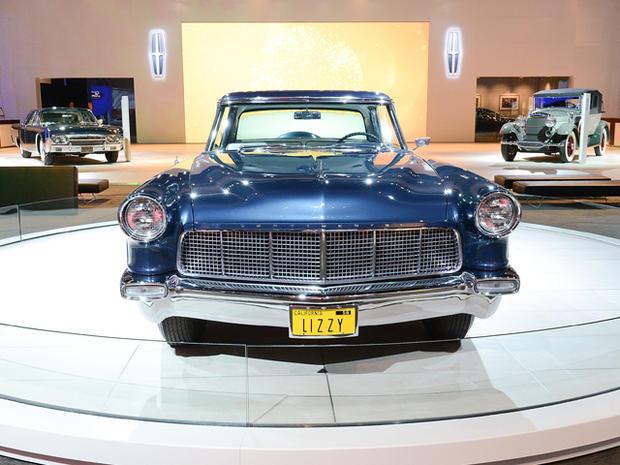 Lincoln---1956-Continental-Mark-II.jpg