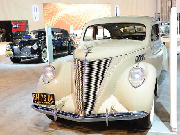 1937-Lincoln-Zephyr-Coupe-Sedan-car.jpg