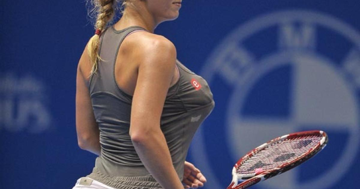 Caroline Wozniacki Imitates Serena Williams By Stuffing Her Bra And Skirt Funny Or Offensive Cbs News