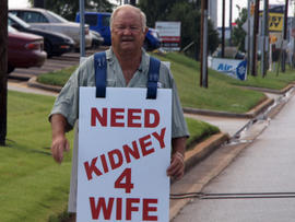 Larry Swilling hopes to find an organ donor for his wife by asking passersby to donate their kidneys.