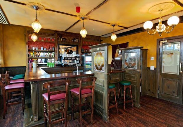 Dublin_pub-themed_room.jpeg