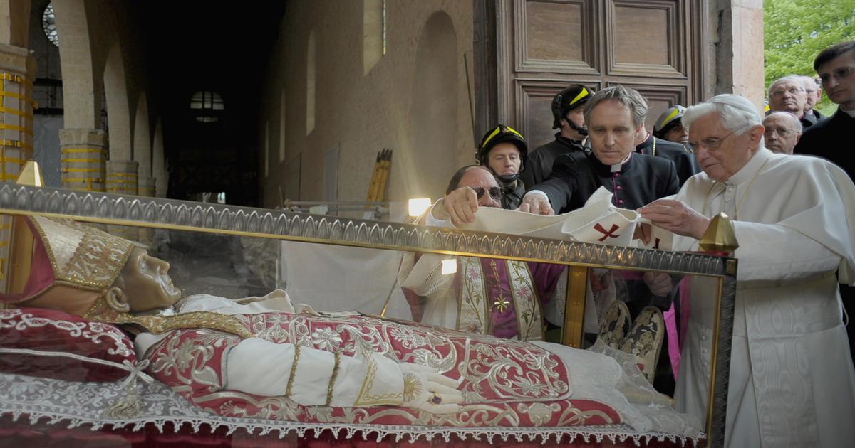 The murky history of papal resignations - CBS News
