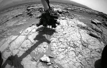 Curiosity rover snaps drilling pictures