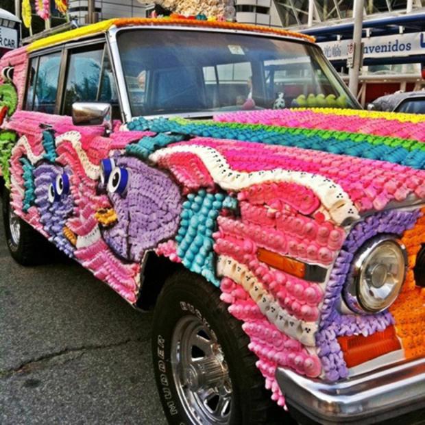CarOPEEPS_from_2011_Art_Car_Parade_in_Houston,_TX.jpg