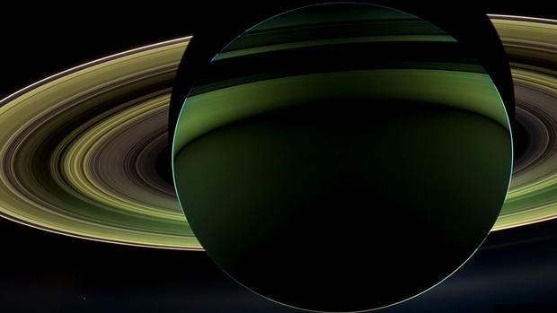 Spectacular raw images of the moons of Saturn