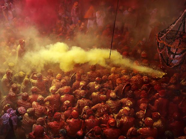 india_lathmar_holi_festival_AP73514846613_fullwidth.jpg