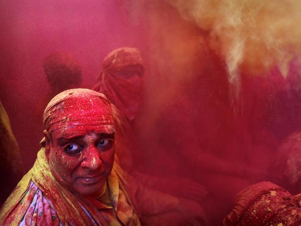 india_lathmar_holi_festival_AP283224692296_fullwidth.jpg