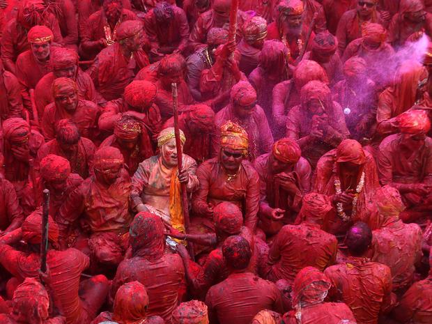 india_lathmar_holi_festival_AP43723872022_fullwidth.jpg